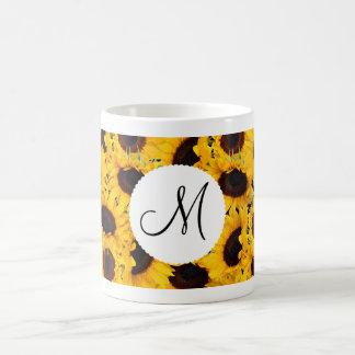 Tournesols vibrants de monogramme beaux floraux mug blanc