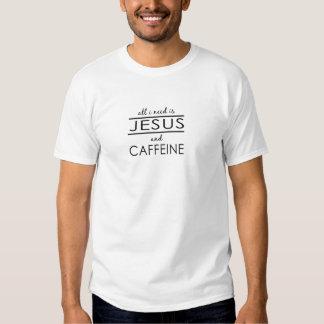 Tout que j'ai besoin est Jésus et caféine T-shirts