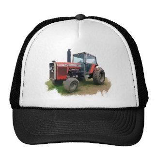 Tracteur rouge de Massey Ferguson dans le domaine