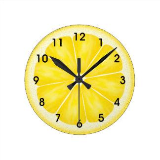 Tranche jaune d'agrumes de citron horloge ronde