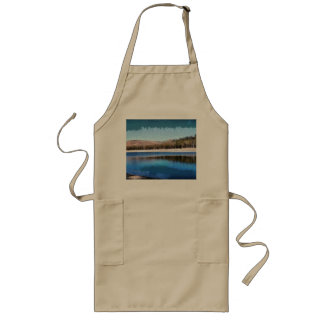 Tranquil lake and wonderful scenery long apron