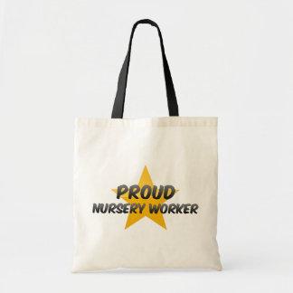 Travailleur fier de crèche sacs
