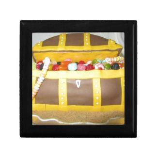 Treasure chest cake gift box