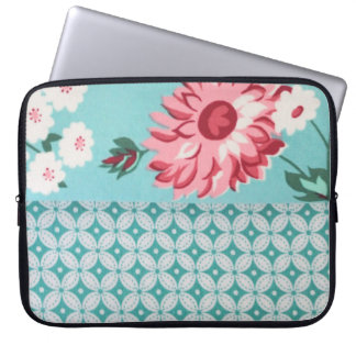 Trendy Girly Teal Floral Quatrefoil Pattern Laptop Sleeve