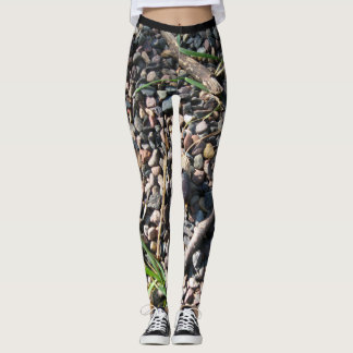 Trendy legging and loving nature and art