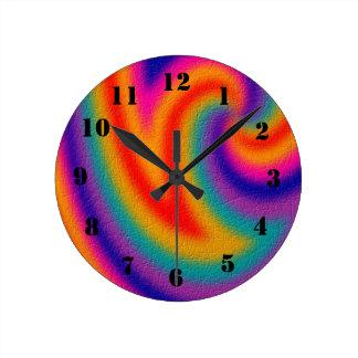 Trendy line pattern round clock