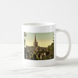 Trinity Church yard, Stratford-on-Avon, England ra Basic White Mug