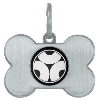 Trisected snake eyes in threadlike ring pet tag