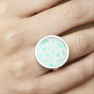 Tropical white and green leaves ring