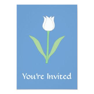 Tulipe blanche sur le bleu carton d'invitation  12,7 cm x 17,78 cm