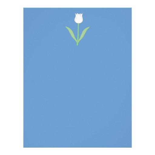 Tulipe blanche sur le bleu en-tête de lettre