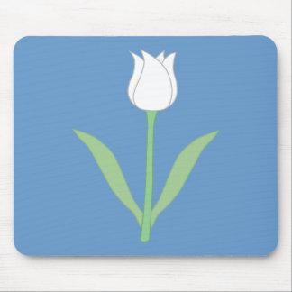 Tulipe blanche sur le bleu tapis de souris