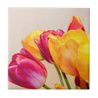 Tulipe décorant des tuiles petit carreau carré