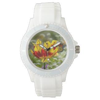 Tulipe et papillon rouges et jaunes montres cadran