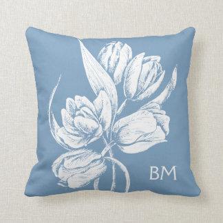 Tulipes blanches de monogramme sur le bleu de oreiller