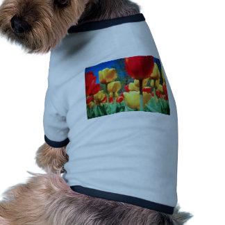 tulipes jaunes et rouges t-shirts pour chien