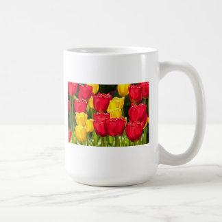 Tulipes jaunes et rouges tasses à café