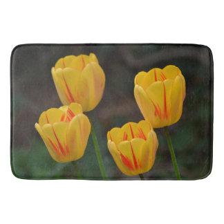 Tulipes rayées rouges et jaunes tapis de bain