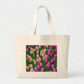 Tulipes roses et pourpres de ressort sacs fourre-tout