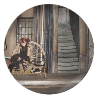 TWILIGHT ALLEY PLATE
