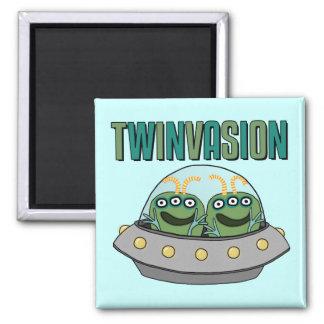 TWINVASION Alien Twins Magnet