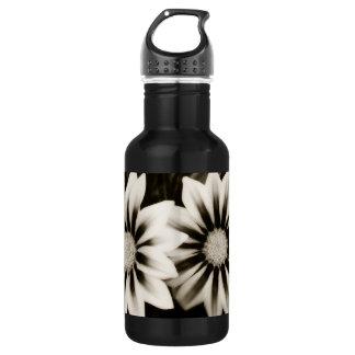 Two Gazanias Black And White 532 Ml Water Bottle