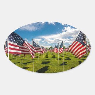 Un champ des drapeaux américains sur le souvenir sticker ovale