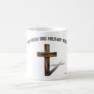 Un DIEU BÉNISSENT CETTE ÉPOUSE MILITAIRE avec la c Mugs À Café