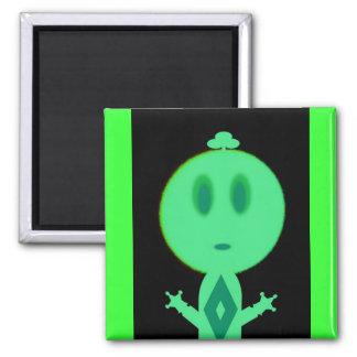 Un petit homme vert magnet carré