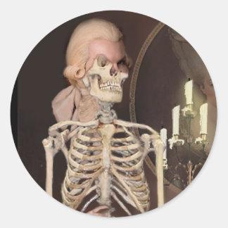 Un portrait pour l'HalloweenA Round Sticker