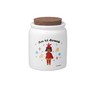 Un pot de doucè de Ti versent des bonbons Boîte À Bonbons