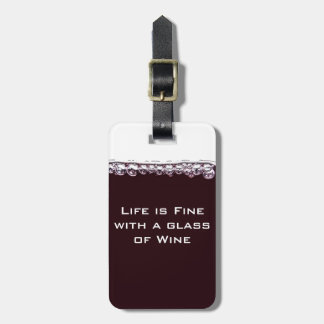 Un verre de vin rouge étiquette de bagage
