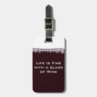 Un verre de vin rouge étiquette pour bagage