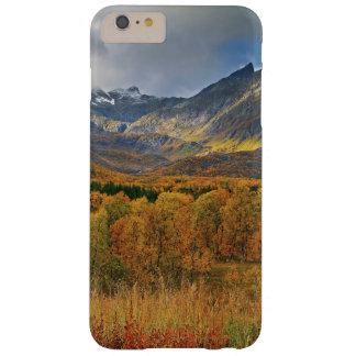 Une île de vue d'automne de Hinnoya Troms Norvège Coque iPhone 6 Plus Barely There