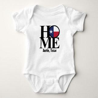 Une seule pièce À LA MAISON de bébé d'Austin le Tshirts