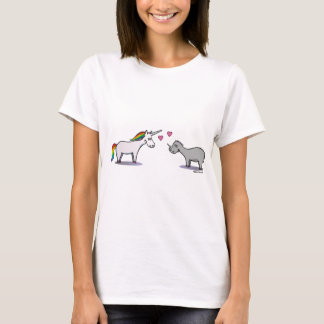Unicorn and rhinoceros fall in love T-Shirt