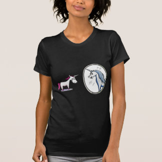 Unicorn before mirrors - Unicorn in front OF T-Shirt