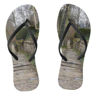Unlevel Pathway Flip Flops