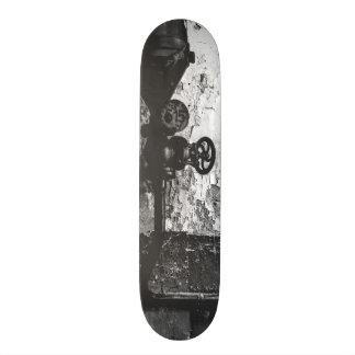 urbex 515 high contrast black and white custom skateboard