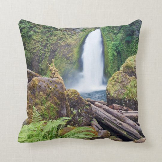 USA, Oregon, Columbia River Gorge, Wahclella Throw Pillow