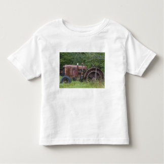 USA, Vermont, MANCHESTER: Antique Farm Tractor Toddler T-shirt