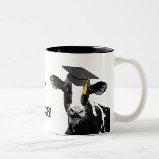 Vache drôle à obtention du diplôme de félicitation tasse