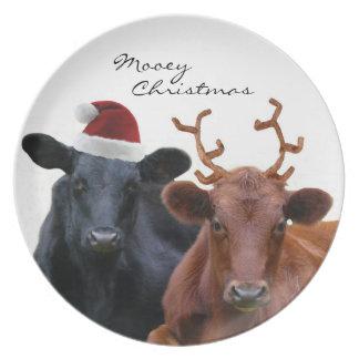 Vaches à vacances de Noël dans le chapeau et des a Assiette