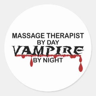 Vampire de thérapeute de massage par nuit sticker rond