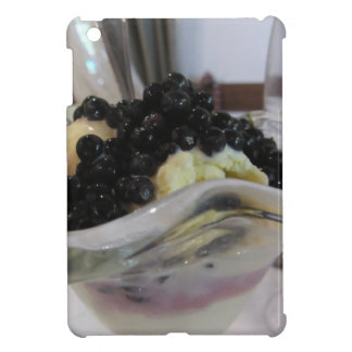 Vanilla ice cream with uncultivated bilberries cover for the iPad mini