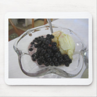Vanilla ice cream with uncultivated bilberries mouse pad