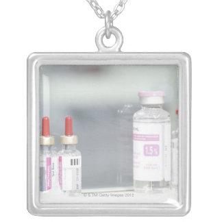 Variété de solutions médicales bijouterie fantaisie