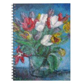 Vase à fleurs de tulipe dans la chambre bleue carnet à spirale
