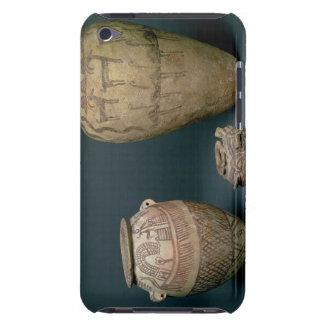 Vase décoré de diverses frises des animaux et coque Case-Mate iPod touch