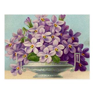 Vase vintage de fleurs pourpres carte postale